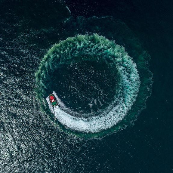 Schiff dreht Kreise